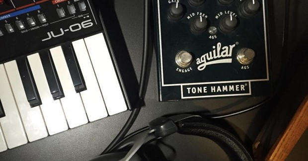 Juno Bass #roland #ju06 @roland_us #aguilar #tonehammer @aguilaramp