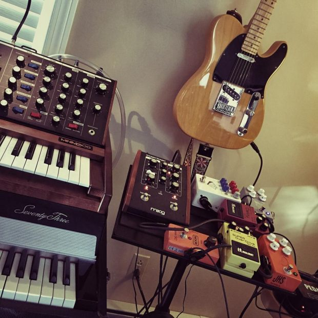 Quik Lok laptop stand doubles as a pretty sweet pedal board. 🎹🎸🎶