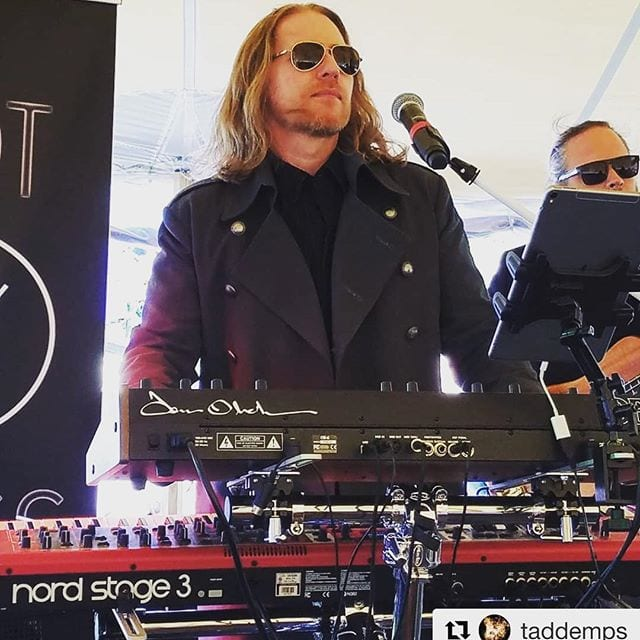 🤘 Rocking the 🎹 @jedwardswinery thanks to @taddemps for the